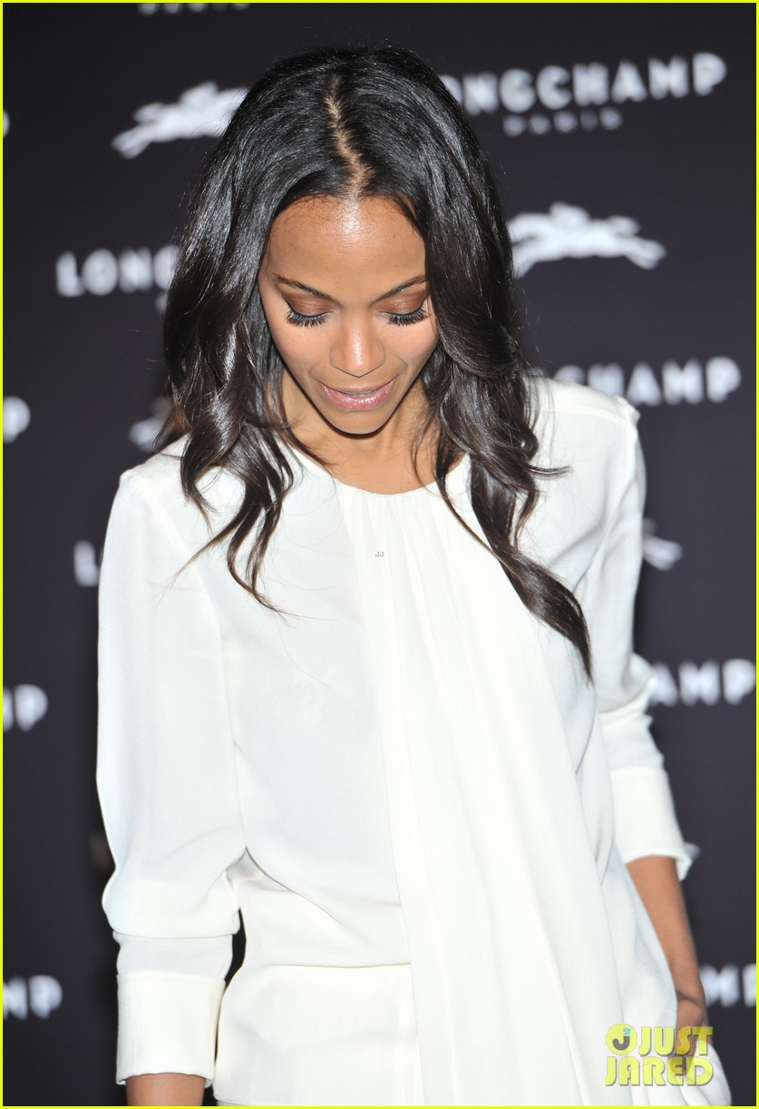 zoe saldana hides wedding ring at first post marriage event 08