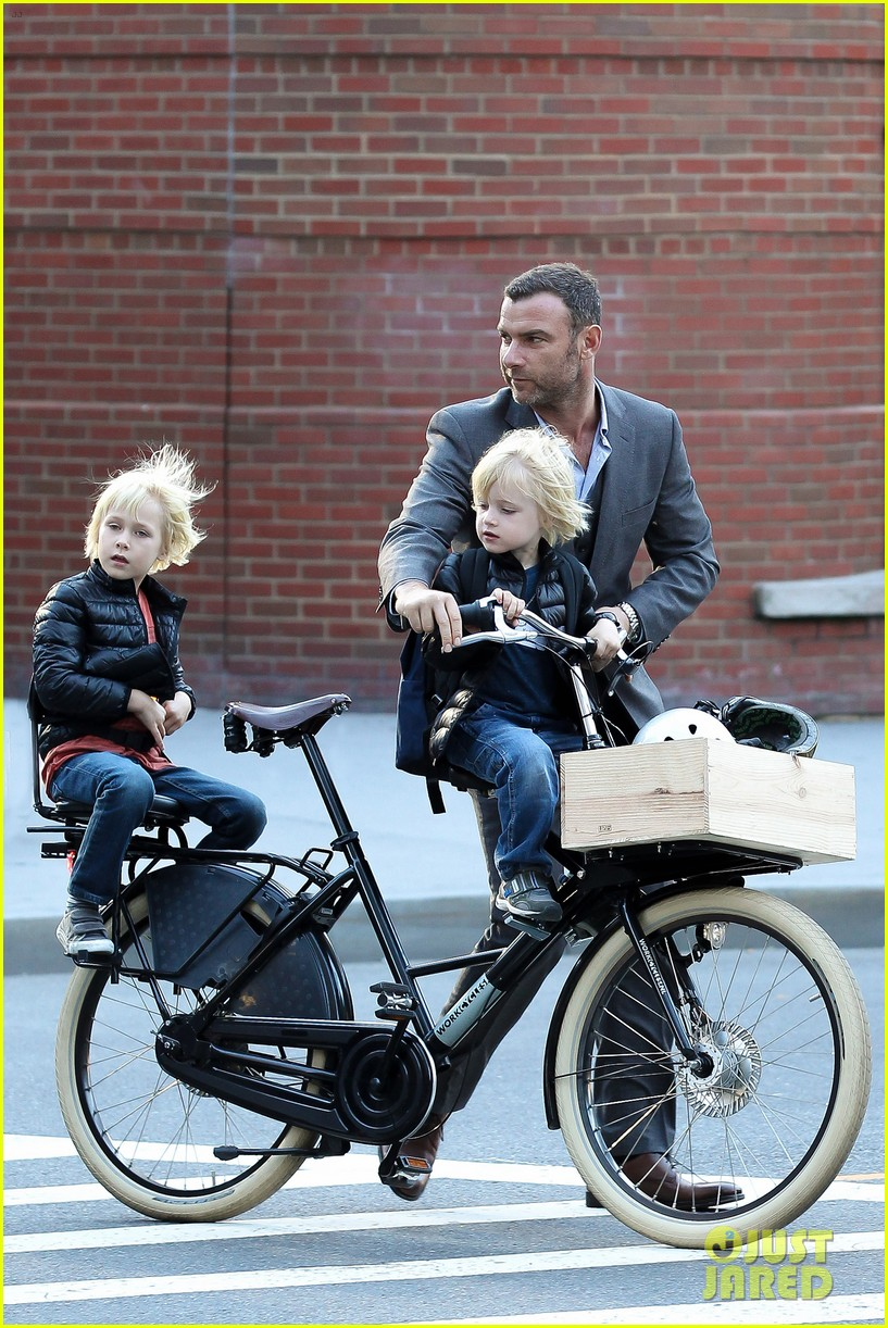 liev schreiber suits up for bike ride with his boys 052959080