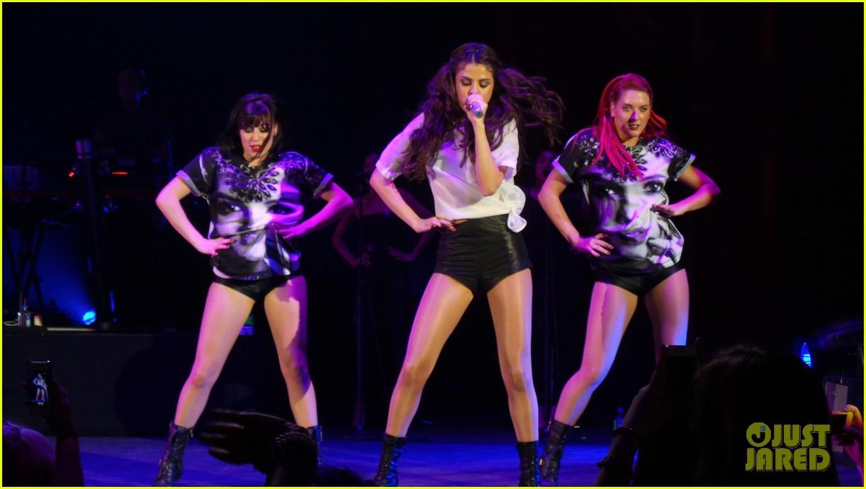 selena gomez london concert pics 06