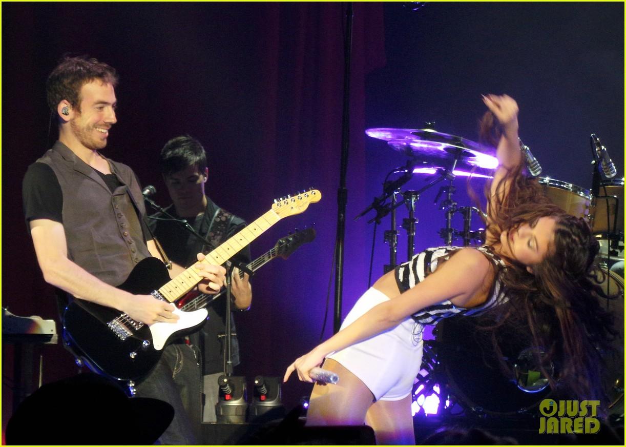 selena gomez london concert pics 08