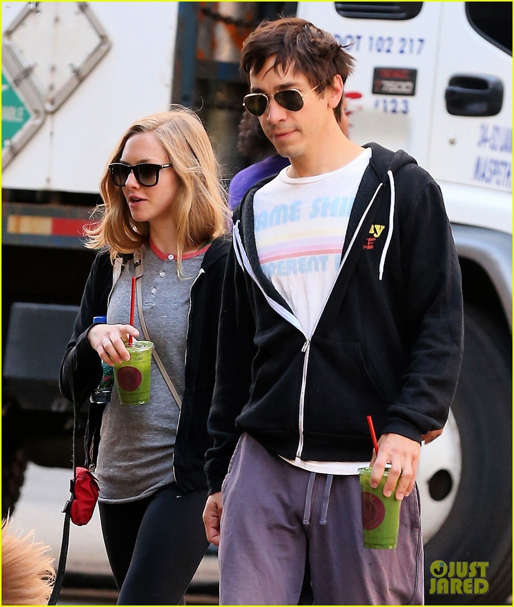 amanda seyfried justin long juice bar morning pick up 05