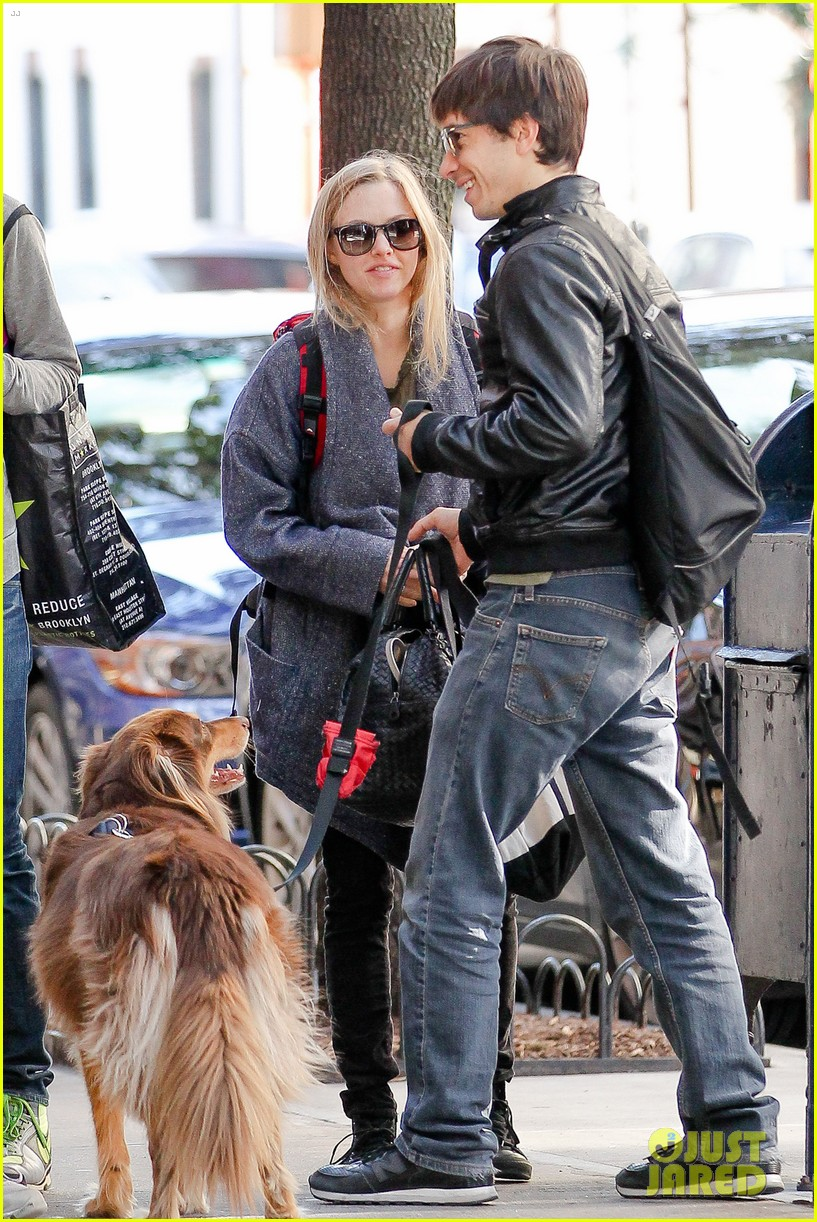 amanda seyfried justin long nyc dog walking twosome 012954005