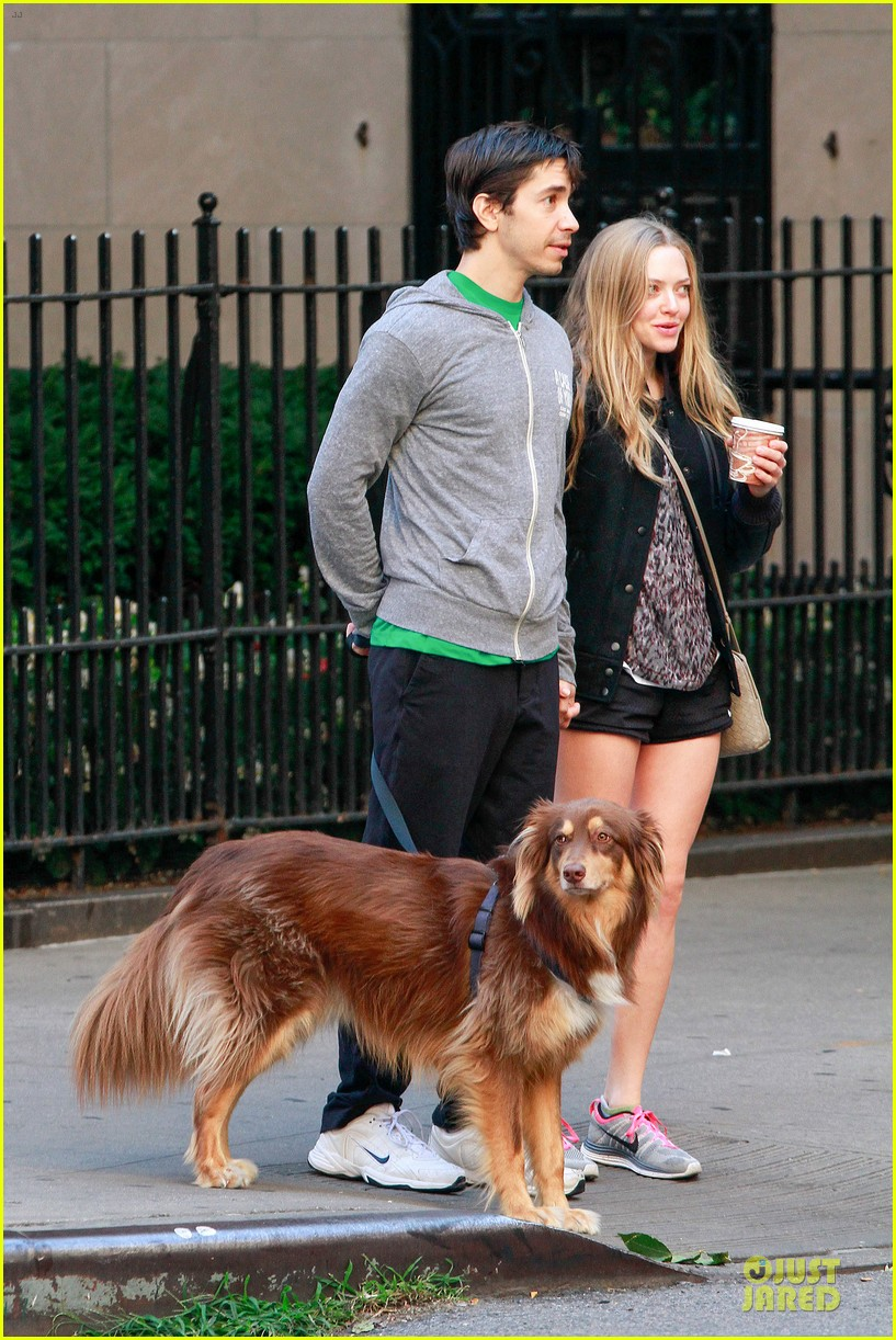 amanda seyfried flashes underwear while were young 082959514