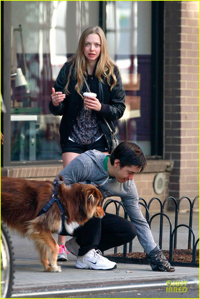 amanda seyfried flashes underwear while were young 112959517