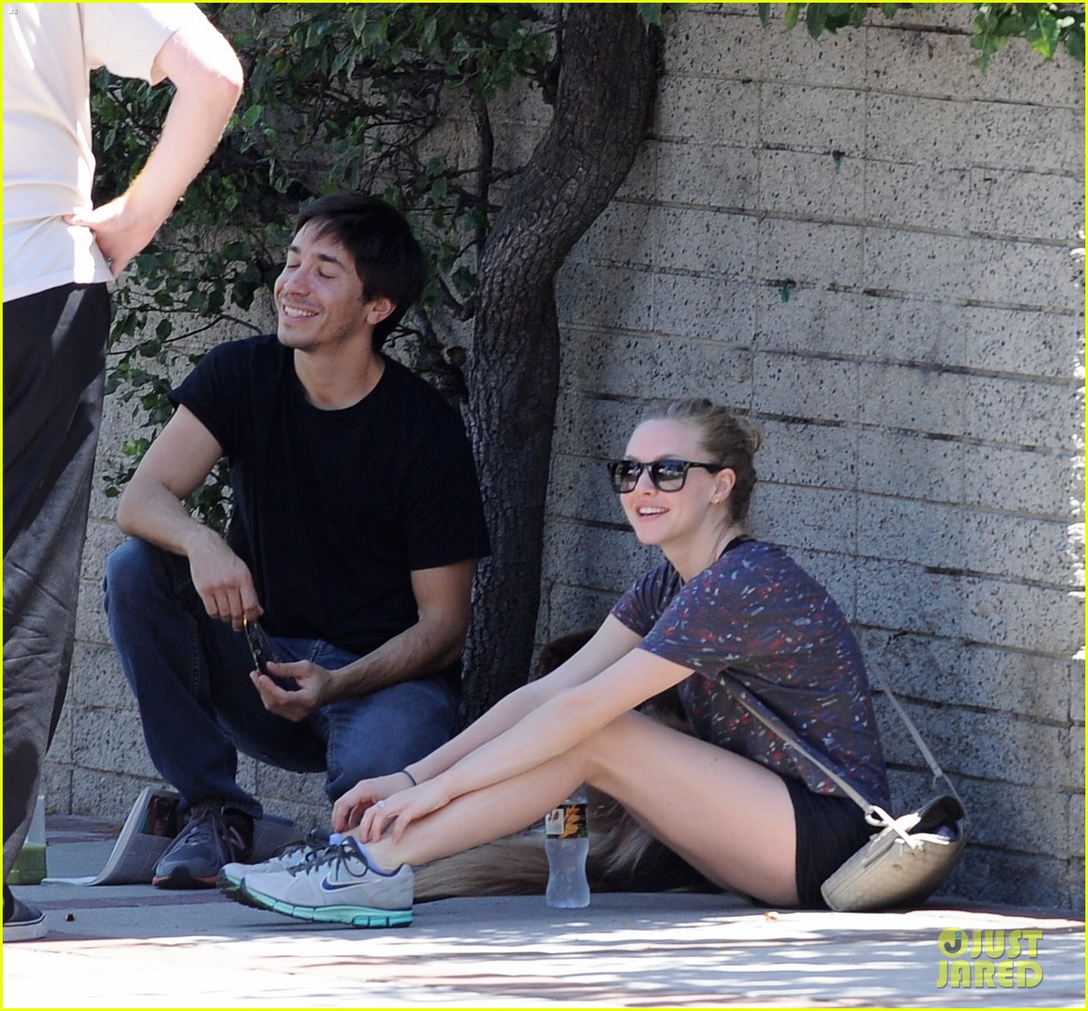 amanda seyfried justin long weekend outing with finn 122941445