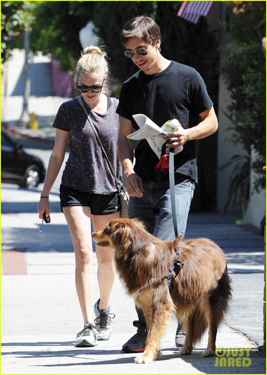 amanda seyfried justin long weekend outing with finn 202941453