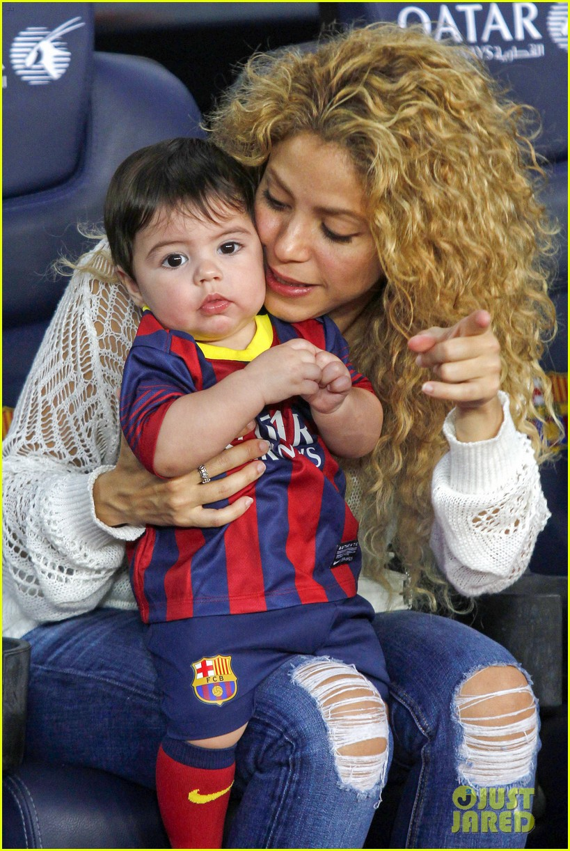 shakira baby milan cheer on gerard pique 032952838