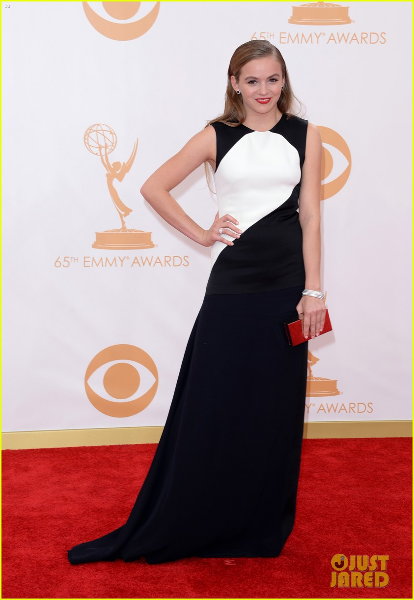 kiernan shipka morgan saylor emmys 2013 red carpet 06