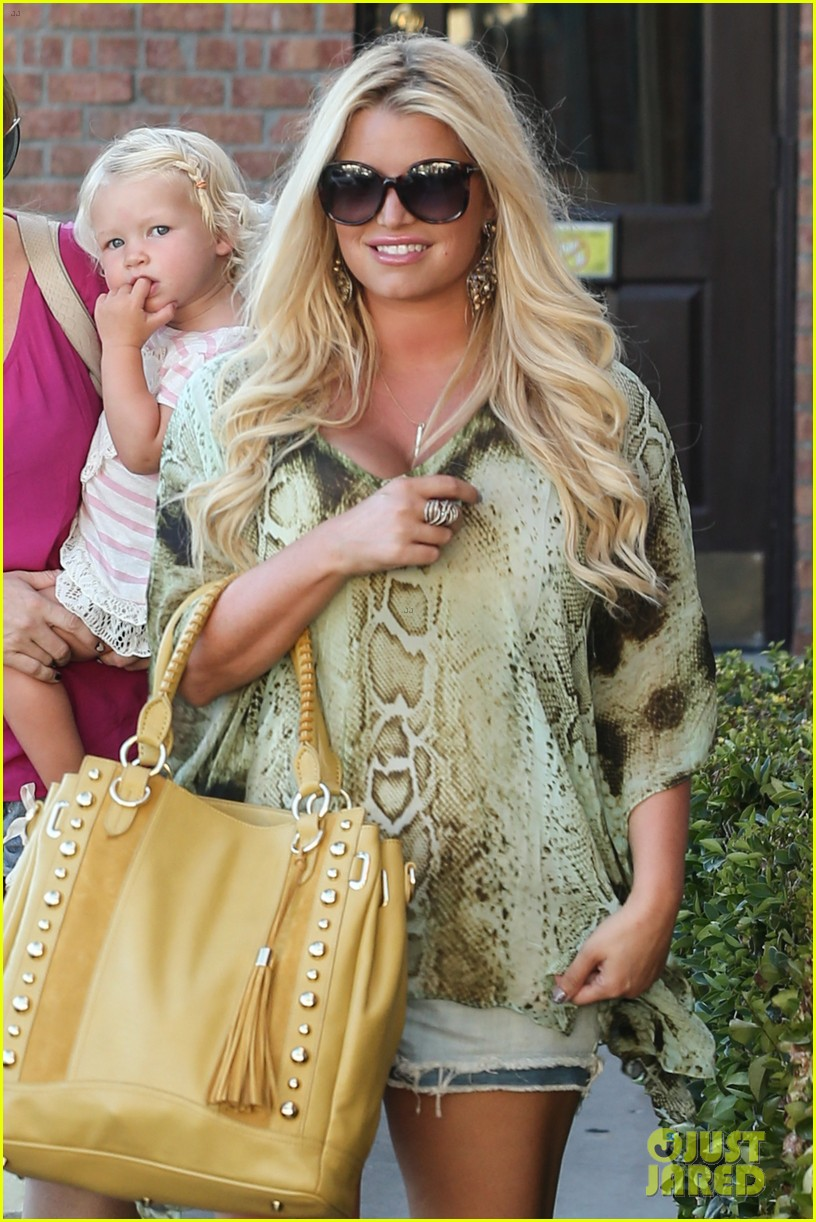 jessica simpson kings fish house dinner with family 08