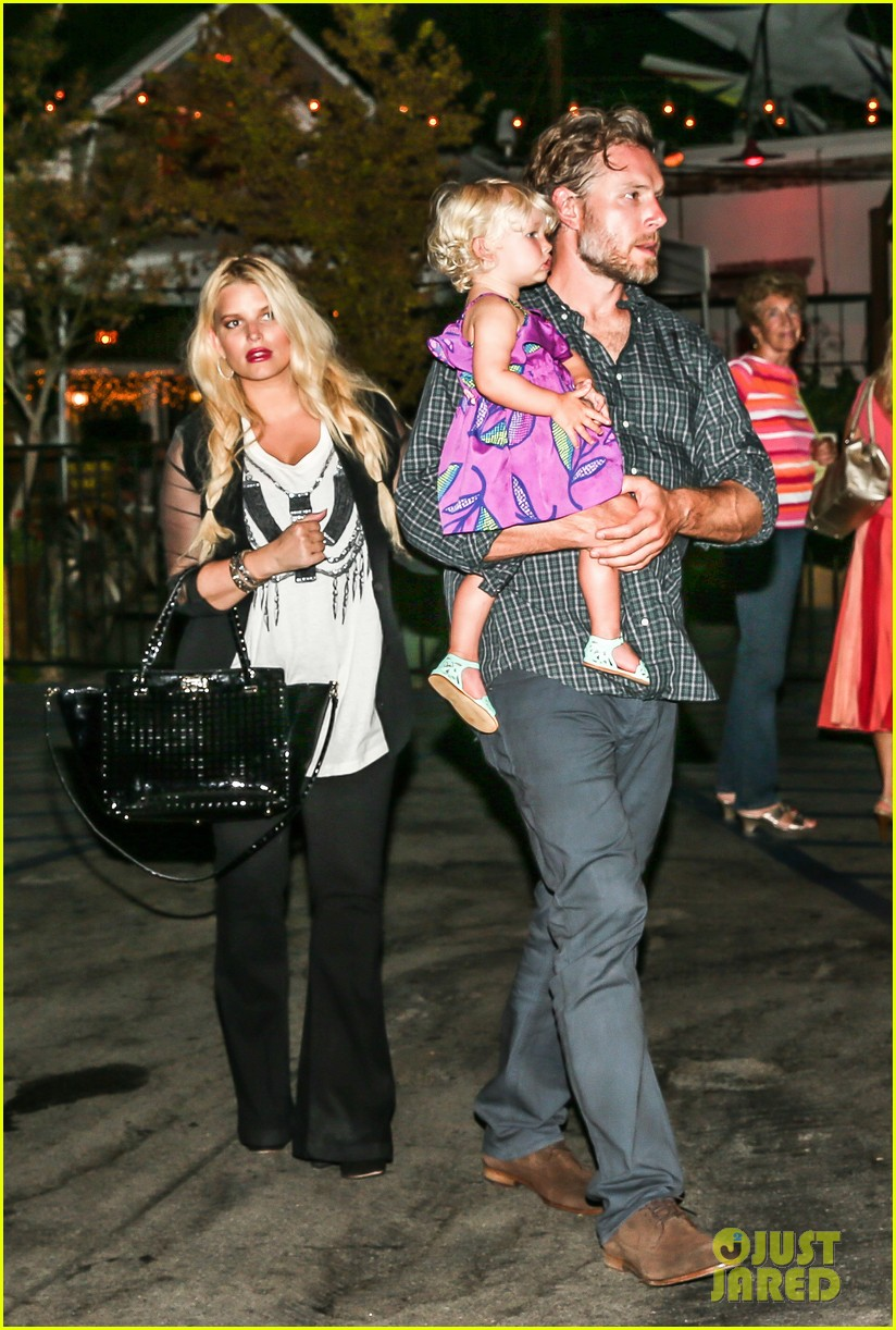 jessica simpson enjoys labor day weekend with family 072941909