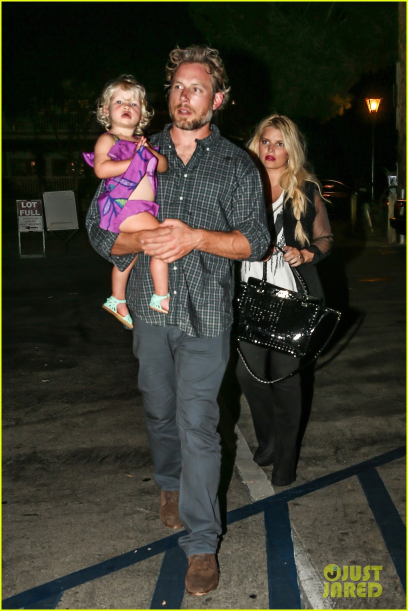 jessica simpson enjoys labor day weekend with family 202941922