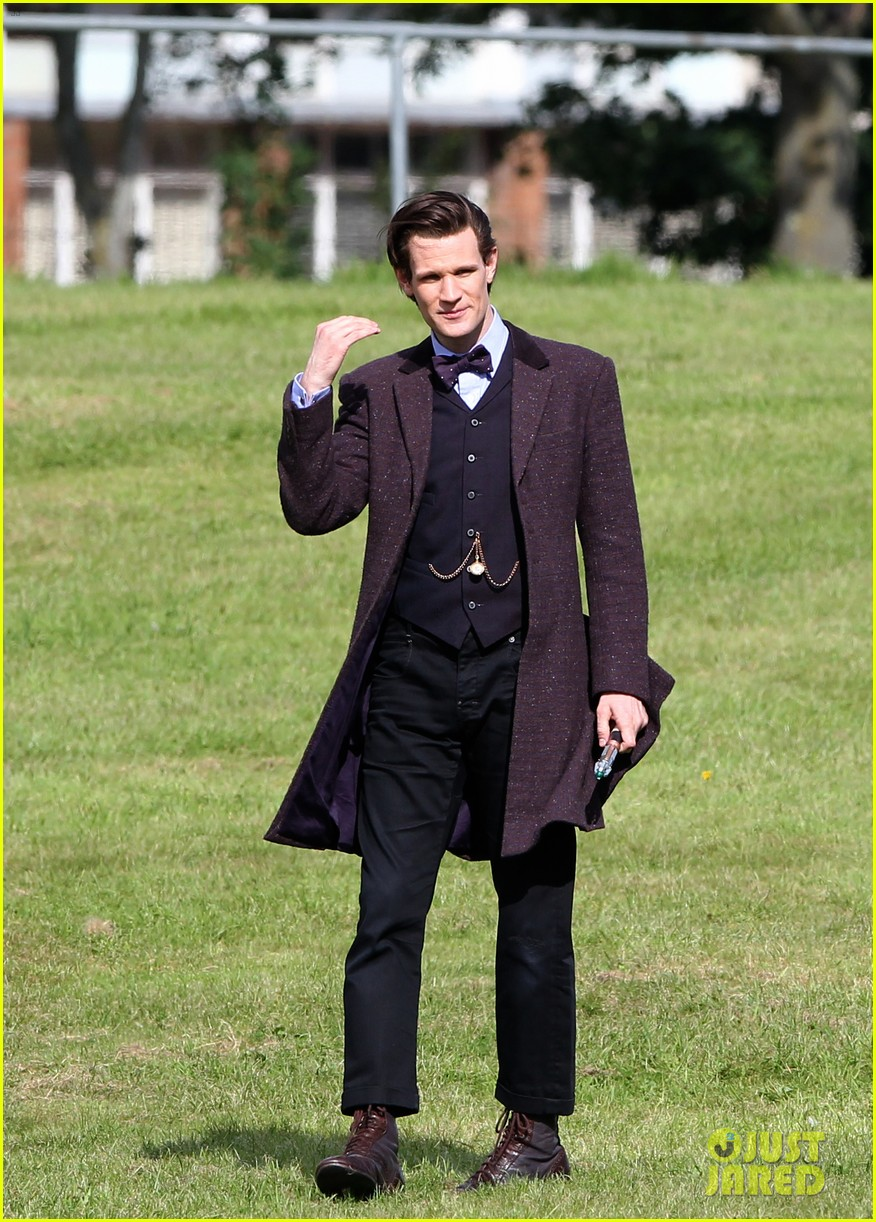 matt smith films doctor who christmas special with jenna coleman 05