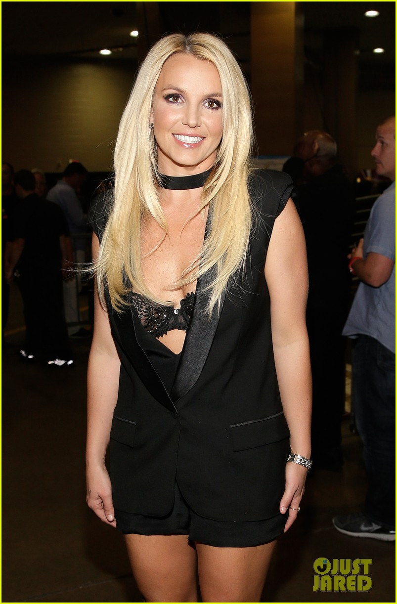 britney spears iheartradio festival presenter for miley cyrus 092957179