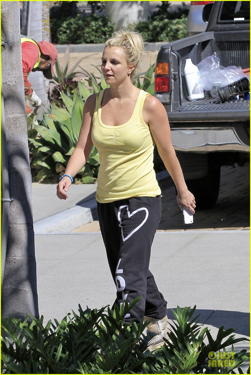 britney spears spreads love after labor day 06