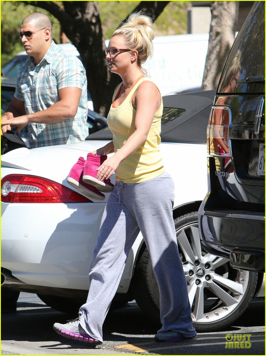 britney spears wraps up week with dance studio stop 062945803