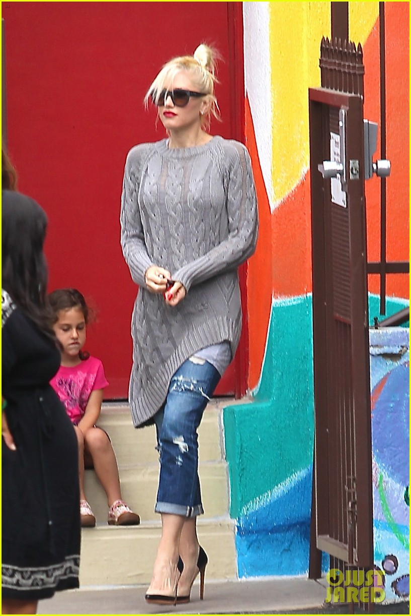 gwen stefani possible baby bump drop off the boys 03