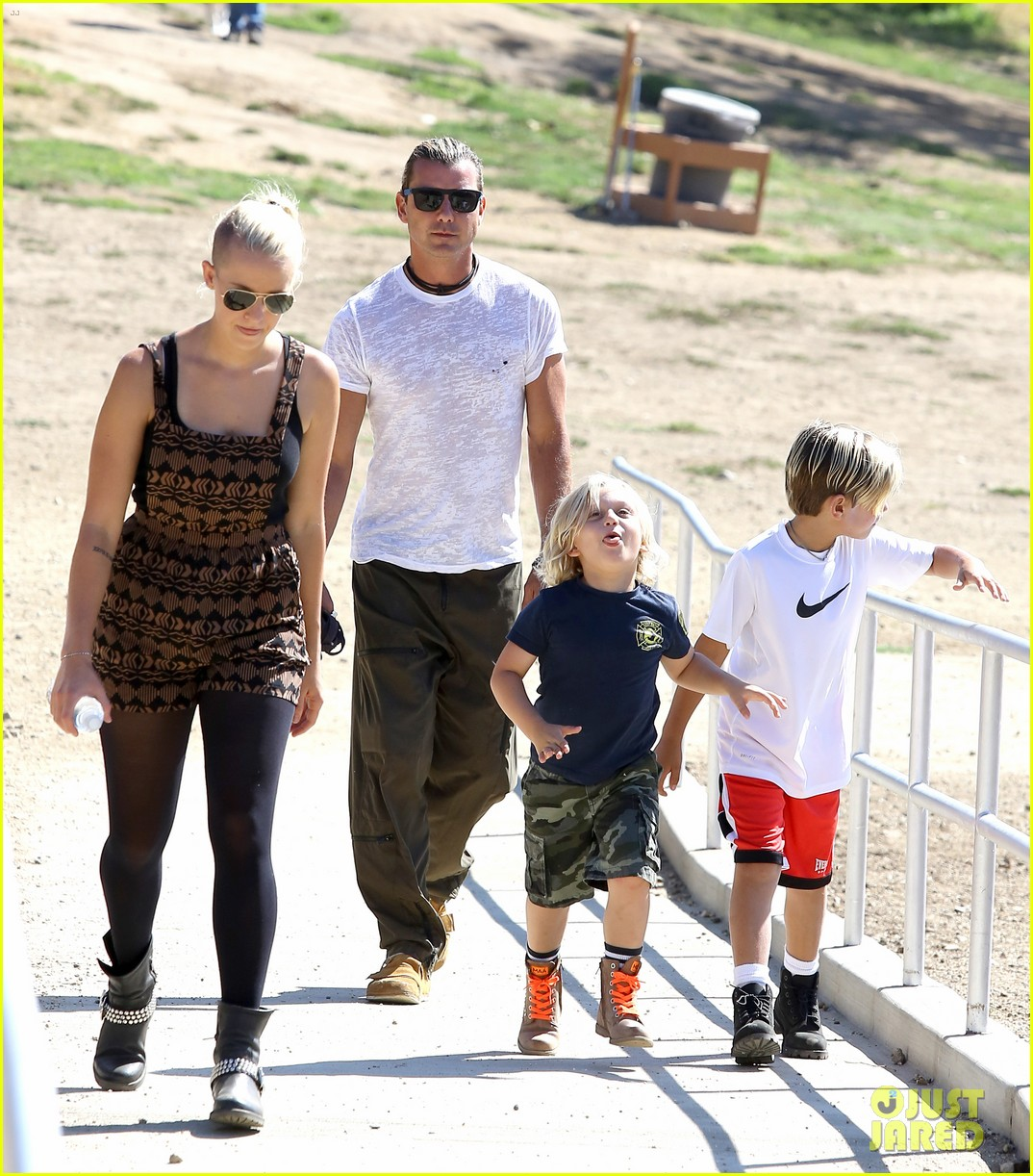 gwen stefani possible baby bump drop off the boys 122949974