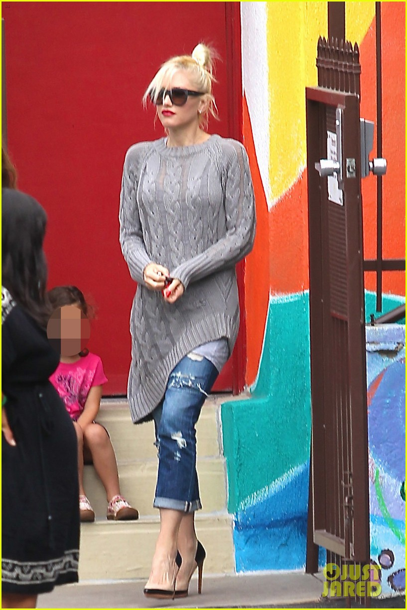 gwen stefani possible baby bump drop off the boys 202949982