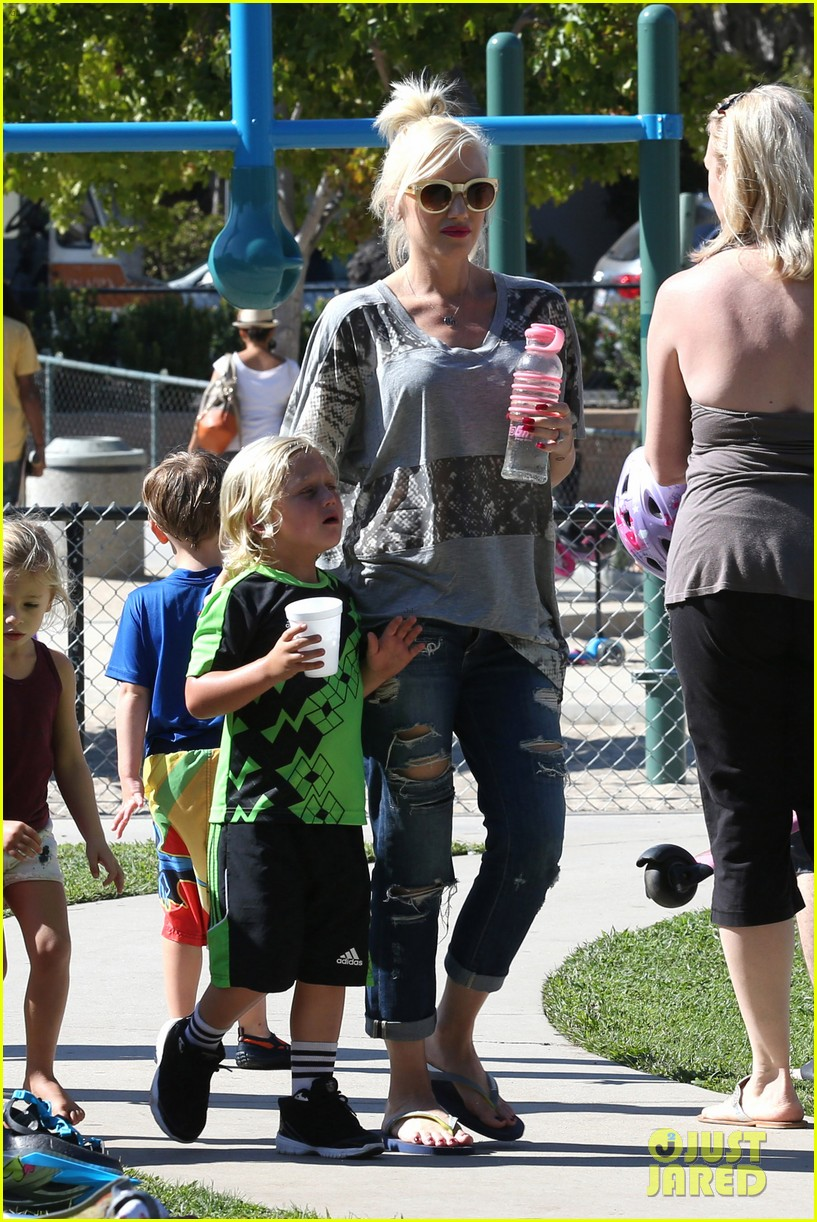 gwen stefani mommy duties with kingston and zuma 232954088