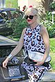 gwen stefani mommy duties with kingston and zuma 01