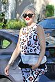 gwen stefani mommy duties with kingston and zuma 20