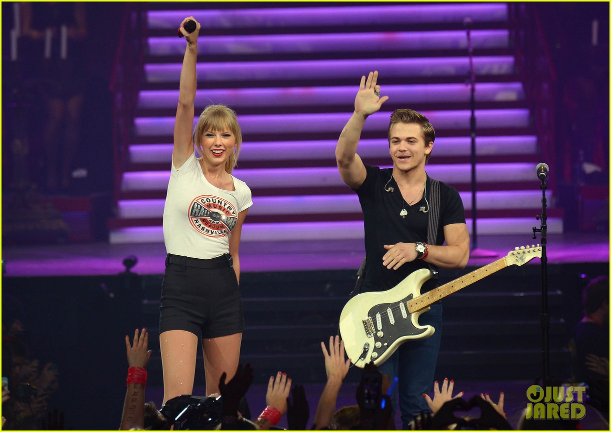 taylor swift performs i want crazy with hunter hayes video 032957331