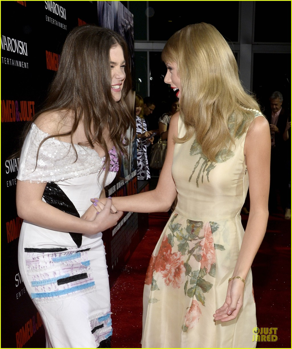 taylor swift supports bff hailee steinfeld at romeo juliet premiere 09