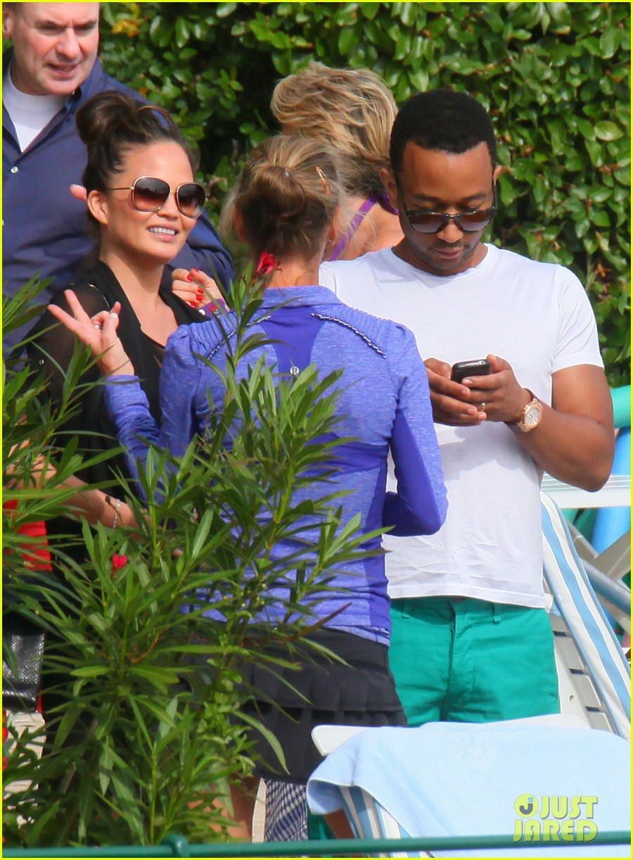 chrissy teigen john legend romantic honeymoon kiss 042954908