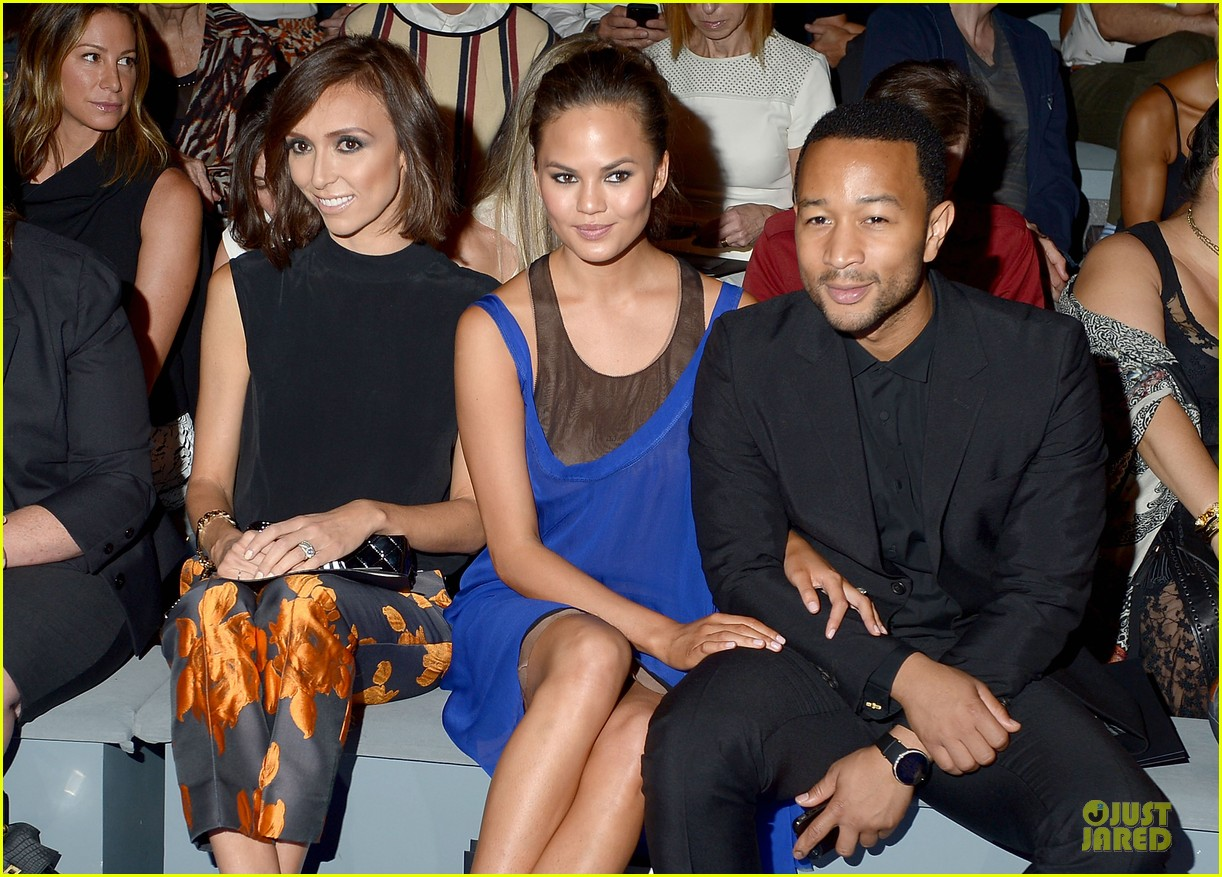 chrissy teigen john legend vera wang badgley mischka fashion shows 022949558