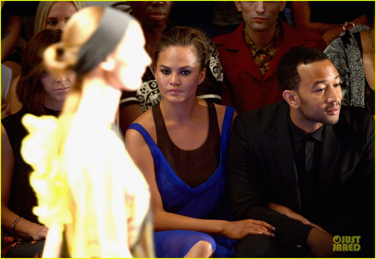 chrissy teigen john legend vera wang badgley mischka fashion shows 092949565