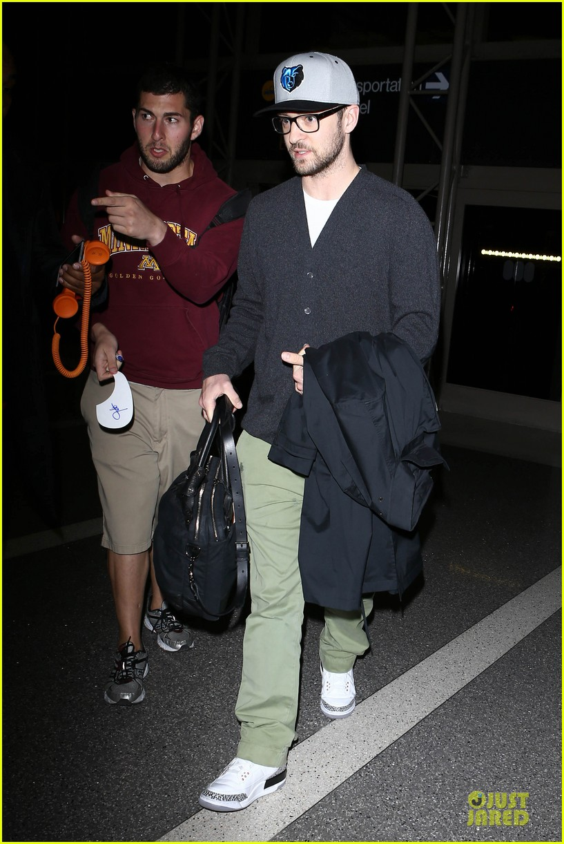 justin timberlake supports memphis grizzlies at lax airport 02