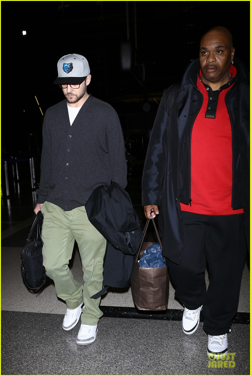 justin timberlake supports memphis grizzlies at lax airport 05