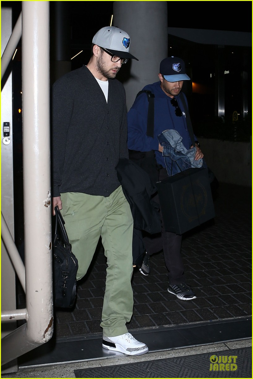 justin timberlake supports memphis grizzlies at lax airport 122961464