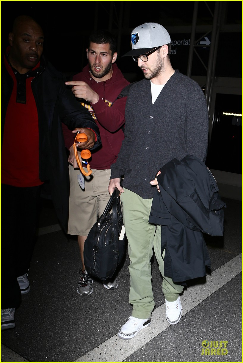 justin timberlake supports memphis grizzlies at lax airport 13