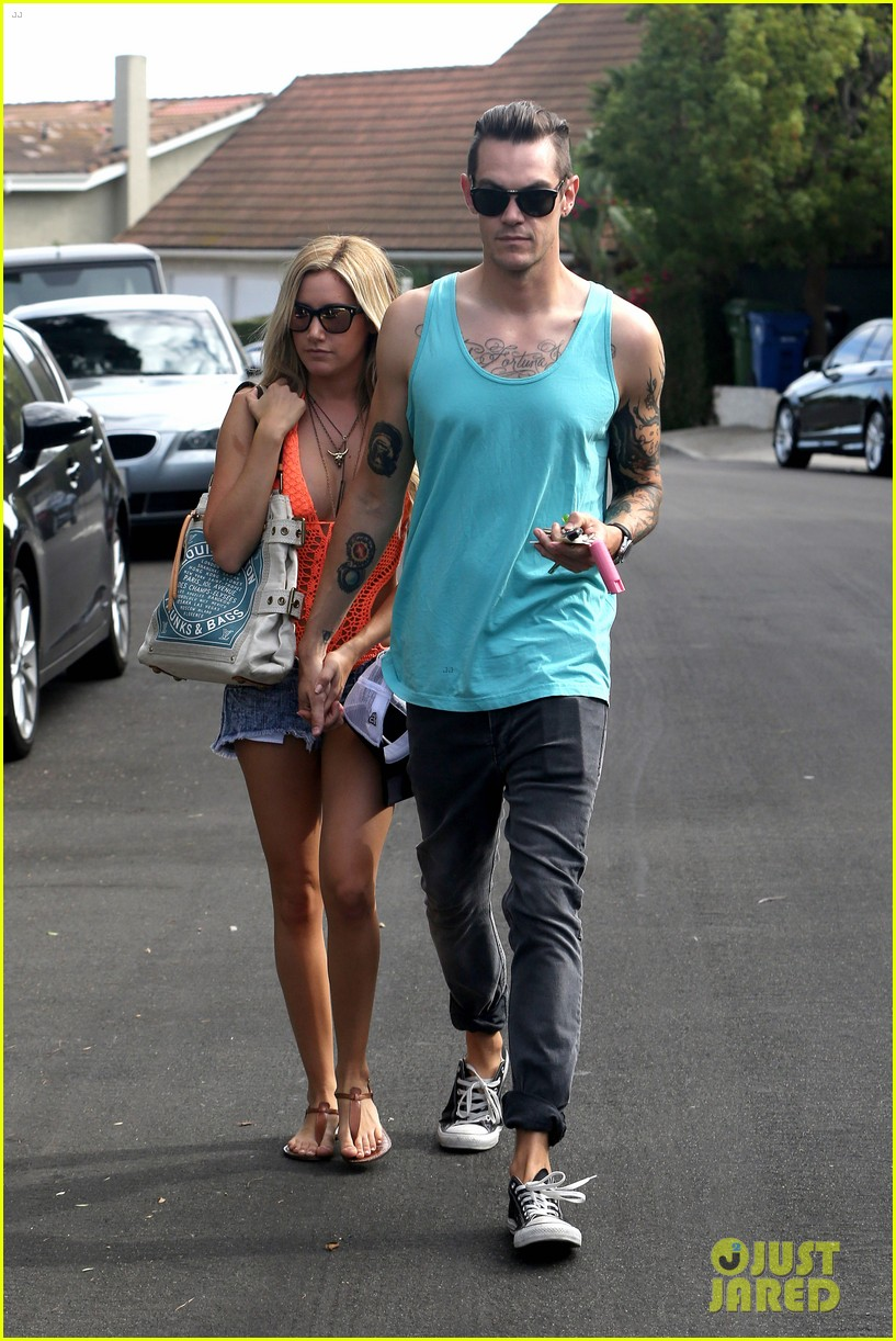 ashley tisdale labor day party with christopher french 102942349