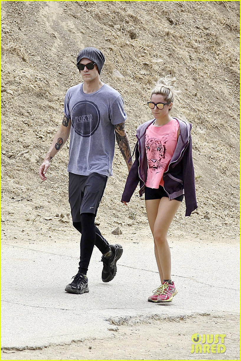 ashley tisdale labor day party with christopher french 14