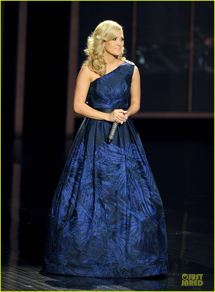 carrie underwood emmys 2013 performance watch now 01