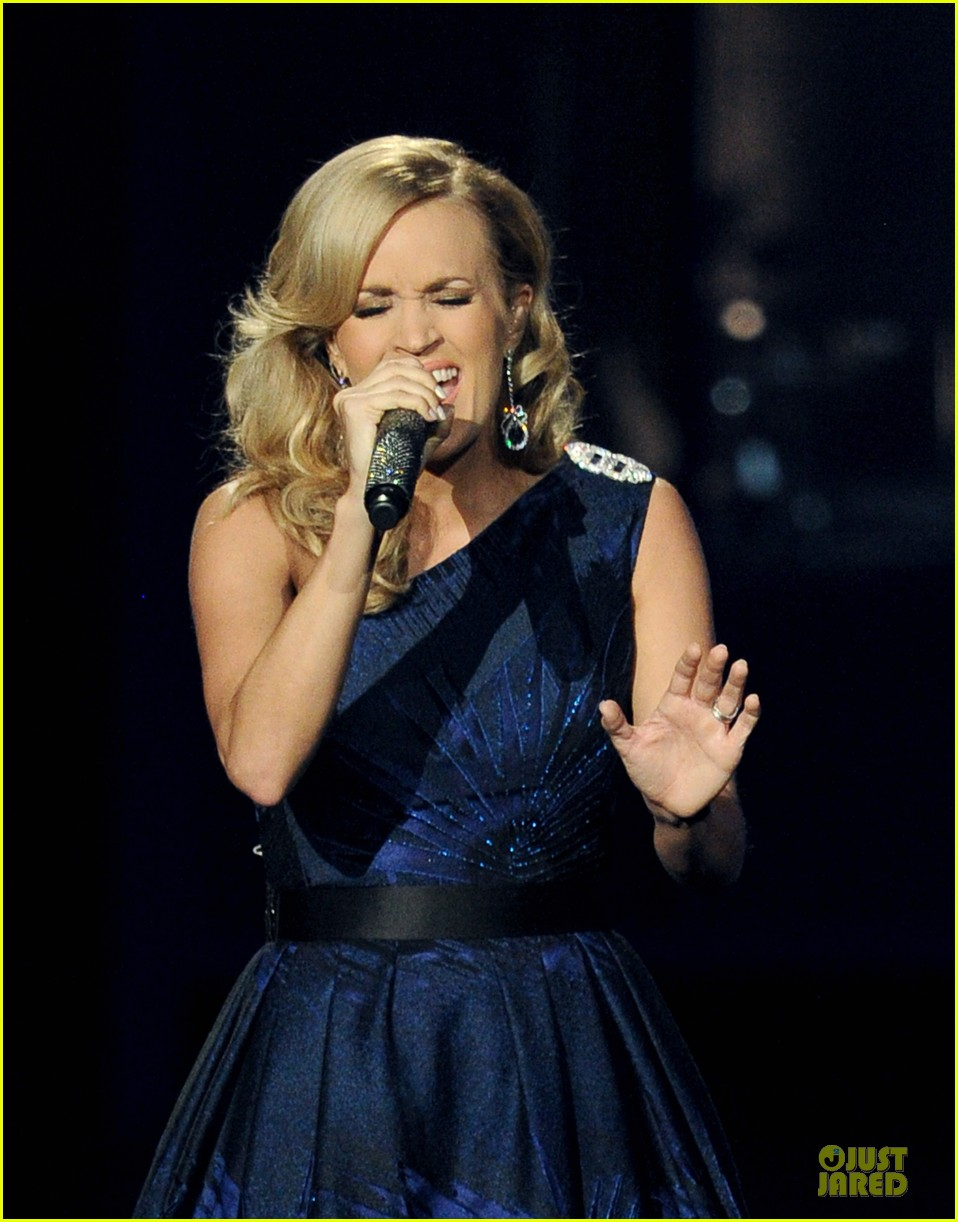 carrie underwood emmys 2013 performance watch now 042958351