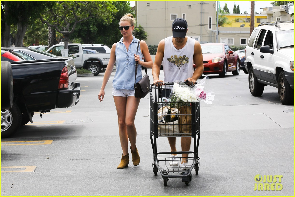 emily vancamp josh bowman get groceries at gelsons 062941475