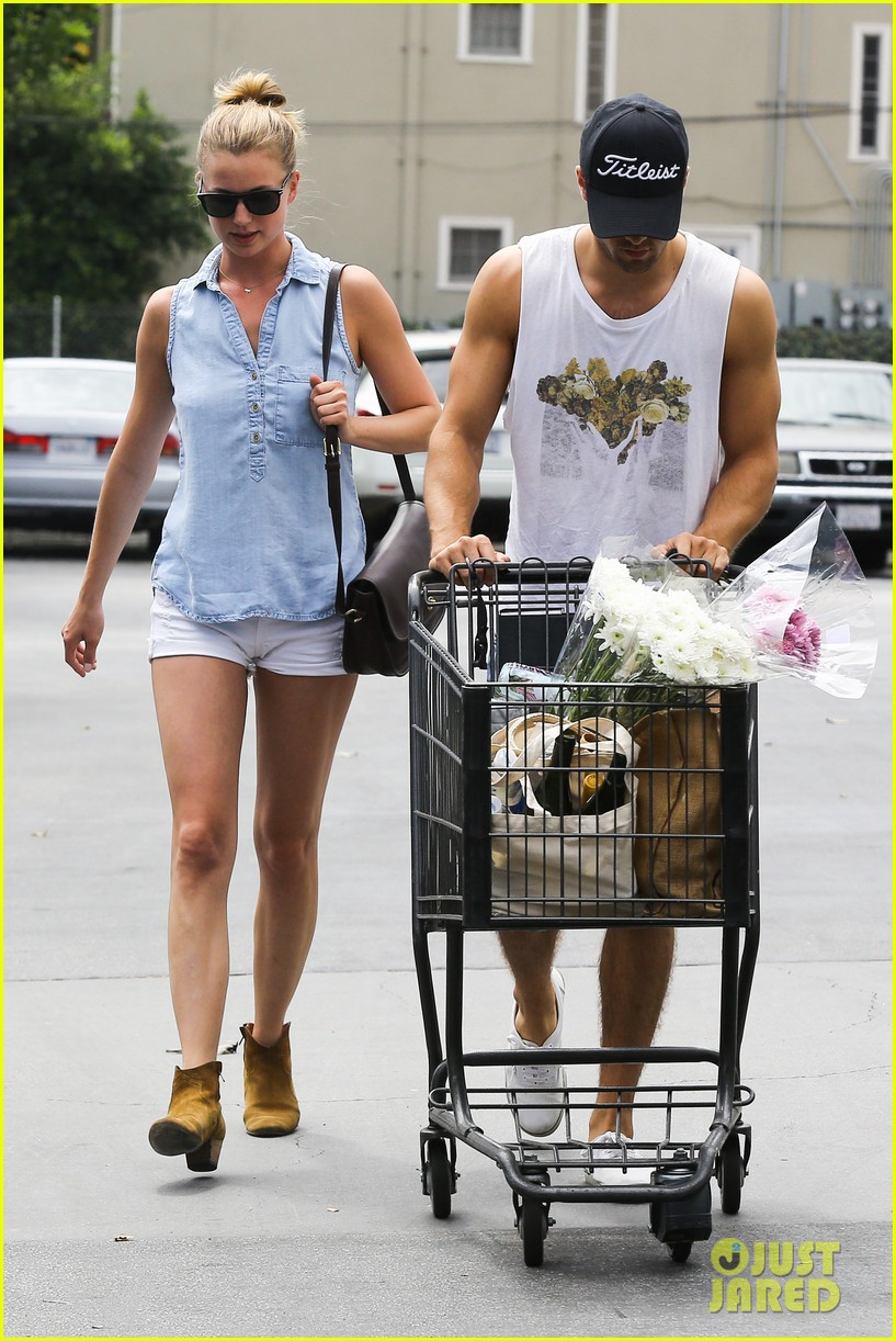 emily vancamp josh bowman get groceries at gelsons 18