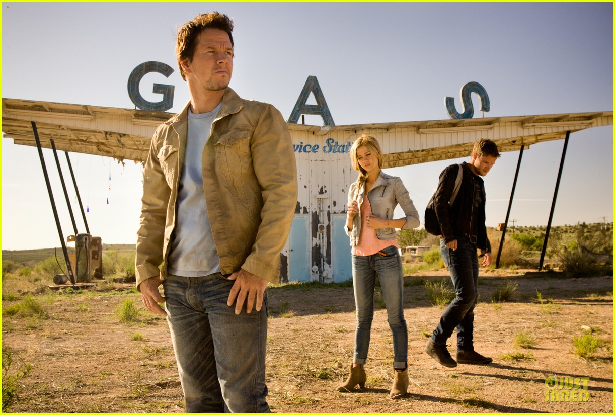 mark wahlberg nicola peltz new transformers 4 still 012961426