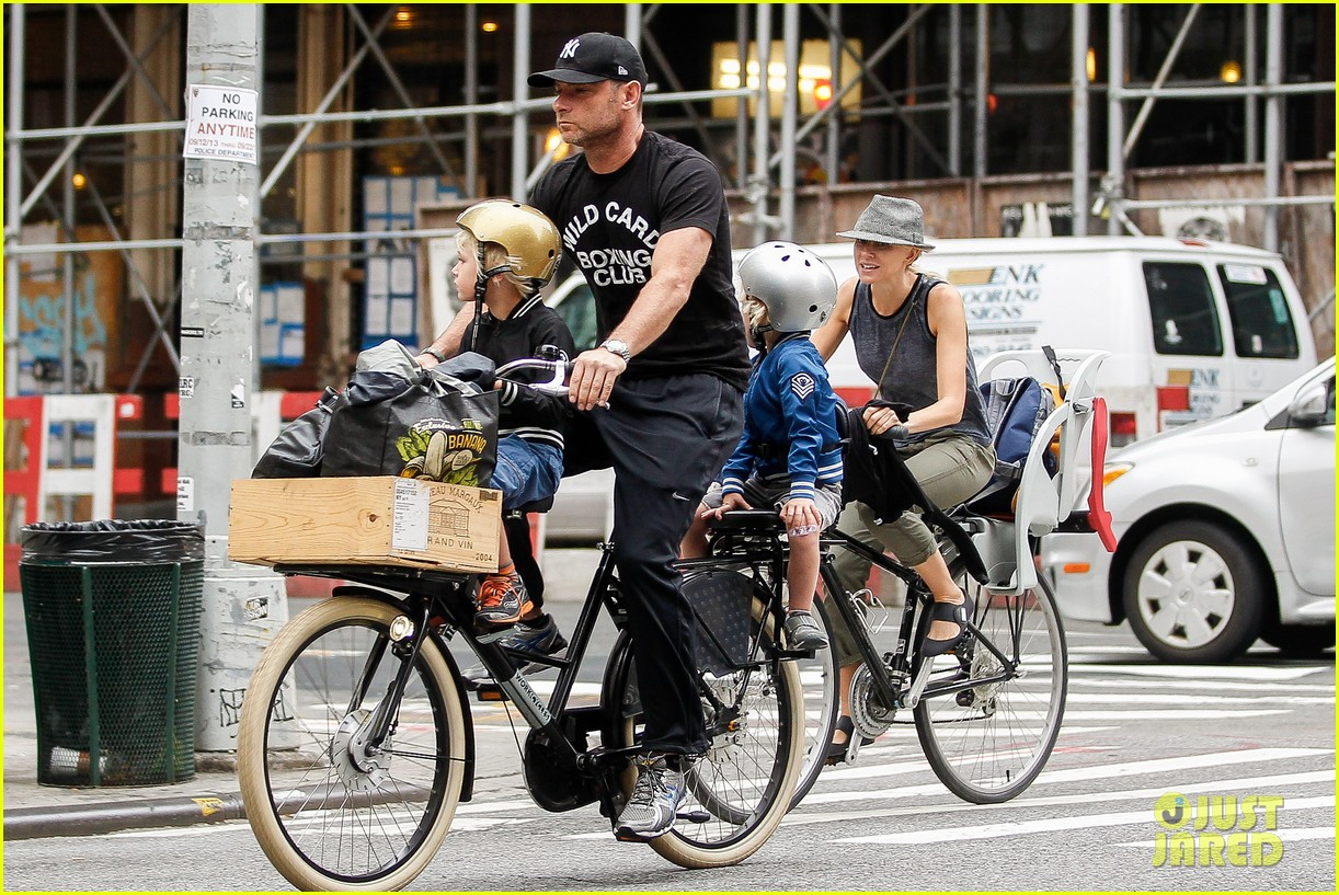 naomi watts family bike all week in new york city 092950138