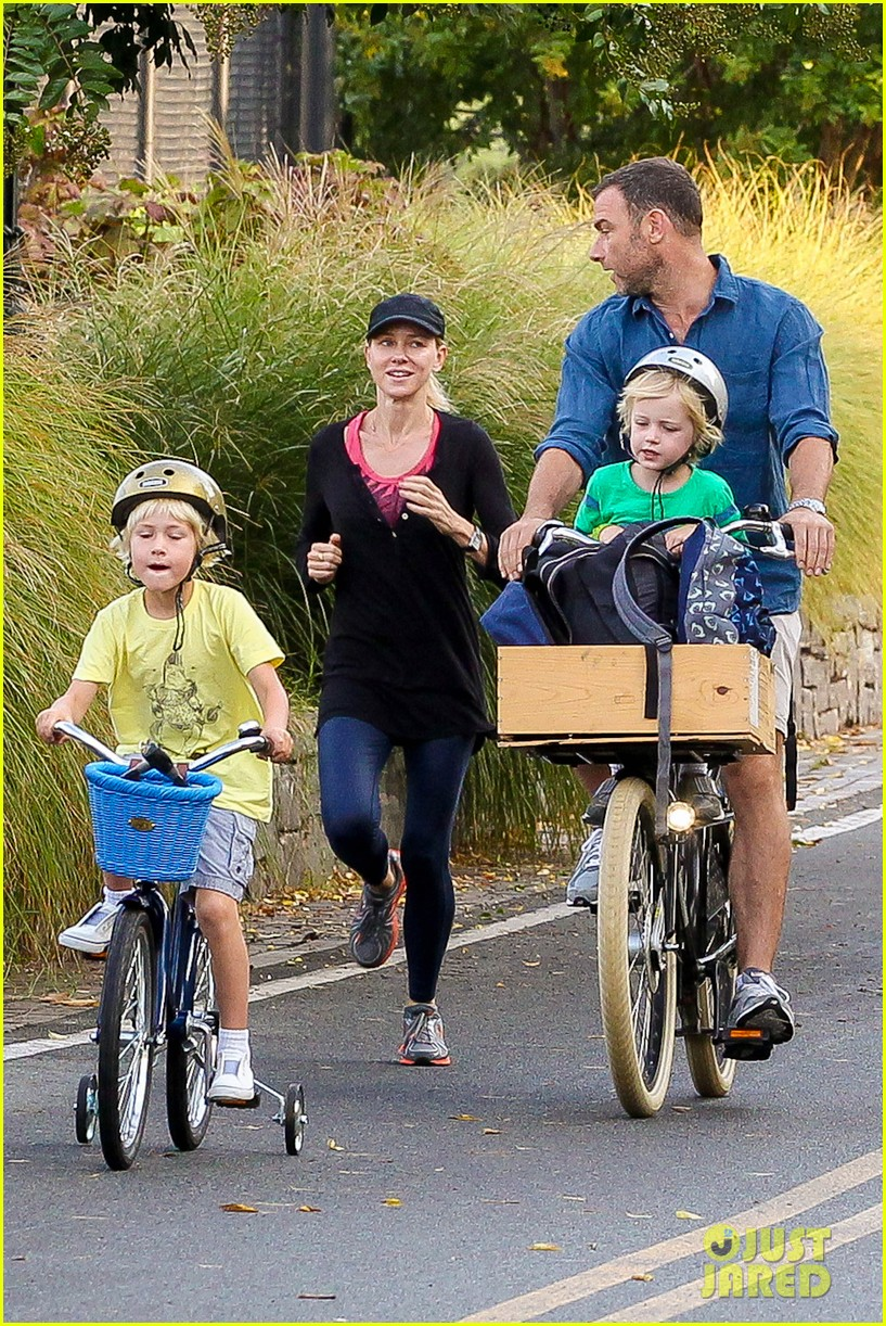 naomi watts family take on morning with early exercise 06