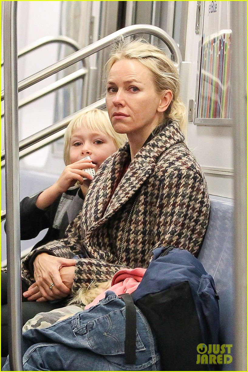 naomi watts rides the subway with her boys 03