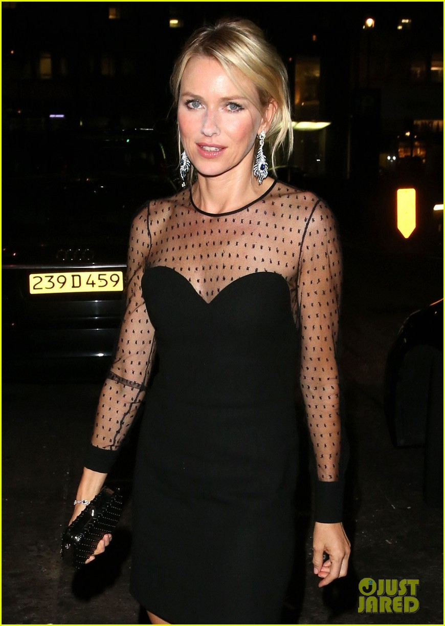 naomi watts switches dresses for diana premiere party 04