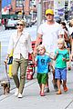 naomi watts liev schreiber frozen yogurt with the boys 04