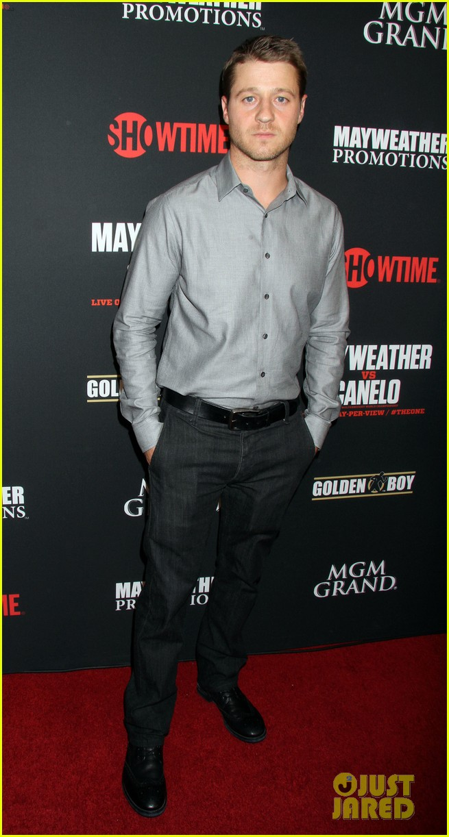 emily vancamp paul wesley mayweather alvarez fight 15