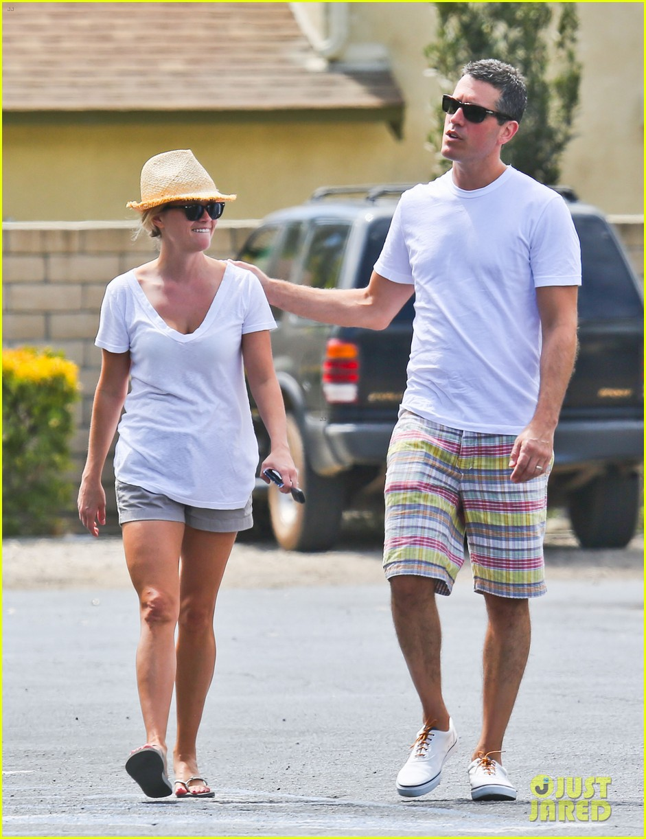 reese witherspoon jim toth labor day grocery shopping 012942377