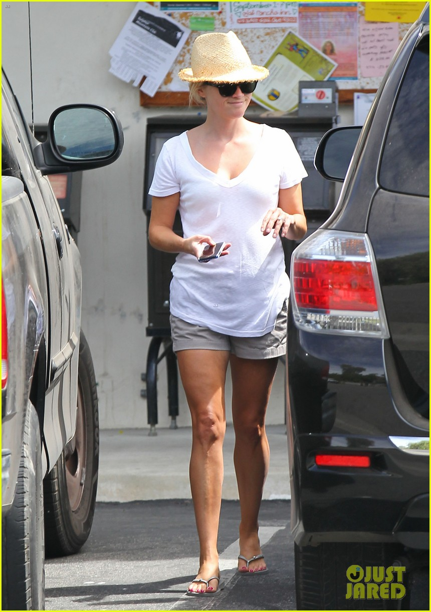 reese witherspoon jim toth labor day grocery shopping 112942387