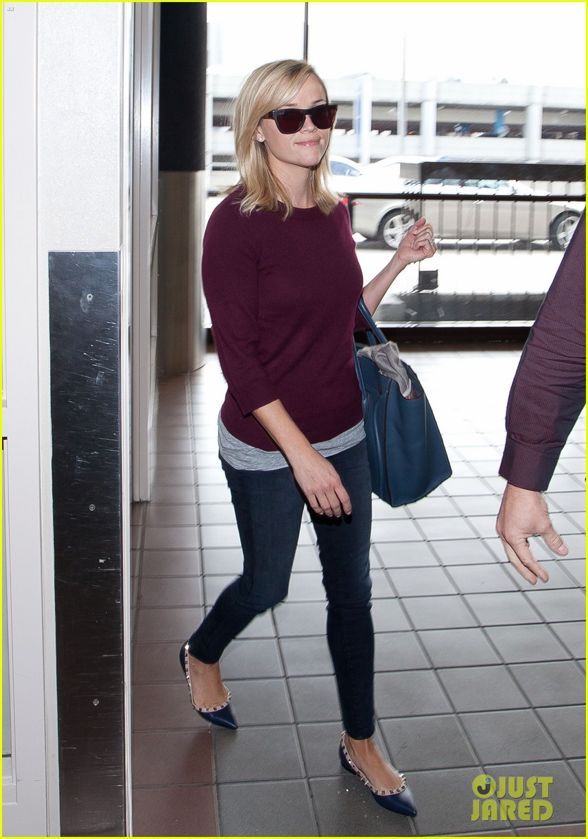 reese witherspoon hits lax after devil's knot tiff premiere 03